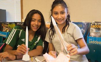 Un programa STEM despu�s de clases para ni�as en White Salmon es s�lo uno de los que perder�an el subsidio federal con el presupuesto 2019 de la administraci�n Trump. (School's Out Washington)