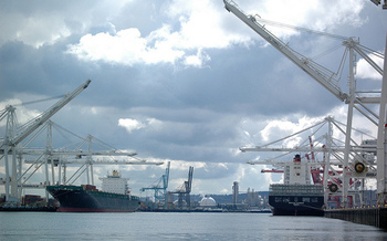 A trade war could hurt the ports in Washington, which are dependent both on imports and exports. (James Brooks/Flickr)