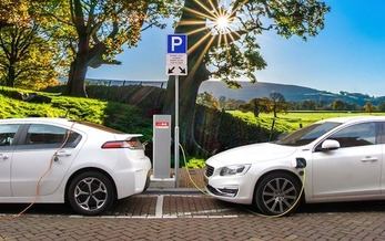 Carmakers can get credit toward meeting emission standards by selling more electric cars. (Joenomias/Pixabay)