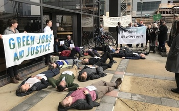 Demonstrators blocked the entrance to PECO headquarters on Thursday. (Rachael Warriner/EQAT)