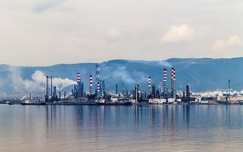 Critics of natural gas warn that it produces an abundance of the potent greenhouse gas methane. (isakarakus/Wikimedia Commons)