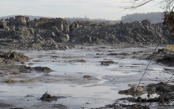 In 2008 more than a billion gallons of wet coal ash spilled near Kingston, Tenn. (Brian Stansberry/WikimediaCommons)