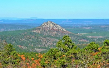 Forked Mountain is a prominent feature of the Flatside Wilderness area in central Arkansas. (Wikimedia Commons)<br /><br />