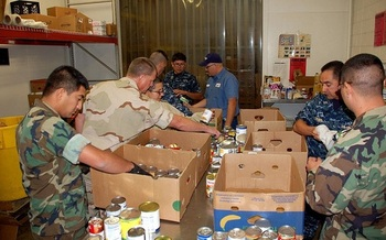 Military and civilian volunteers help sort and distribute food at the West Texas Food Bank in El Paso, one of 21 regional food banks across the state. (WikimediaCommons)<br /><br />
