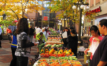 Minnesota's Market Bucks program is operating at 96 farmers' markets across the state this summer. (health.state.mn.us)