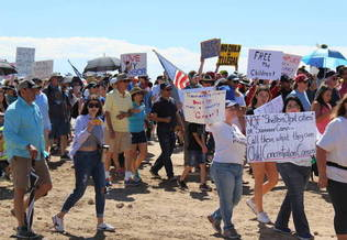 Immigrant detention facilities in Texas continued to deny Congressional Democrats and other politicians access over the weekend as protesters rallied nationwide. (kqed.org)