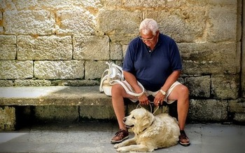 Older people can be more vulnerable to excessive heat and dehydration. (Joenomias/Pixabay)