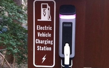 Will U.S. automakers answer a call for a faster transition to electric vehicles? (Mrs. Gemstone/Flickr)