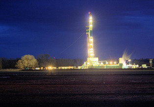 The University of Colorado found the Uintah Basin's bowl shape and snowy conditions trap emissions of methane and other gases from nearby oil wells, causing high ozone pollution. (Covee/Flickr)