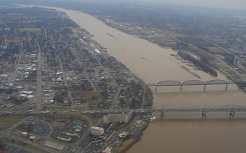 Environmental groups say the Ohio River is still plagued by pollution that threatens public health. <br />(Ken Lund/Flickr)
