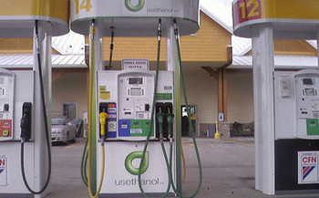 Supporters of the Renewable Fuel Standard say it has decreased dependence on fossil fuels, but the EPA admits it has also led to environmental degradation. (Spencer Thomas/Flickr)