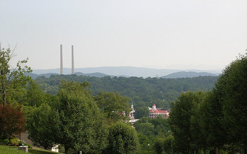 Kingston's coal-fired power plant was the site of a coal ash slurry spill in 2008. (Steve/Flickr)