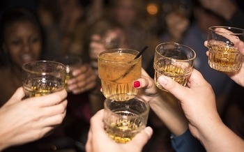 New research finds 18- to 21-year-old college students were more prone to binge drinking than those not enrolled in college. (Pixabay)