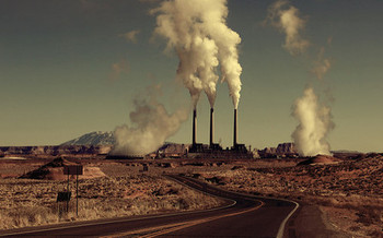 As of 2016, the Navajo Generating Station was the 11th biggest producer of greenhouse gas emissions in the United States, according to the Environmental Protection Agency. (Eflon/Flickr)
