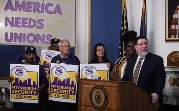Pittsburgh Mayor Bill Peduto joined union organizers and workers to announce the contract agreement. (32BJ SEIU)