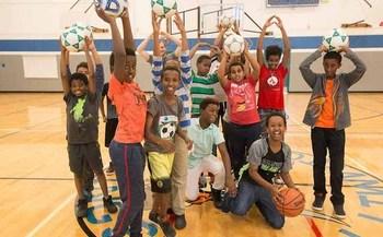 M�s de 11 millones de muchachos de todo el pa�s quedan solos o sin supervisi�n despu�s de la escuela, de acuerdo a la �Afterschool Alliance�. (School�s Out Washington).