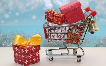 Common holiday scams include compromised gift cards, fake websites and package theft. (guvo59/Pixabay)