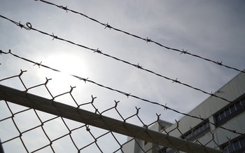 A new study finds those released from private, residential community-corrections centers are far more likely to be reincarcerated. (ErikaWittlieb/Pixbay)