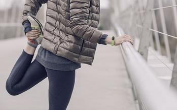 Hasta un poco de ejercicio puede ayudarnos a combatir la tristeza de invierno. (StockSnap/Pixabay)
