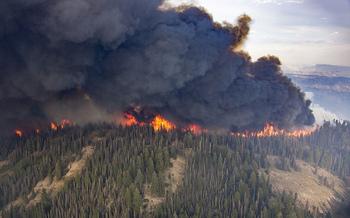 El �rea que se quema cada a�o en el noroeste podr�a cuadruplicarse para el a�o 2020 si sigue la tendencia actual. (Kari Greer/U,S, Forest Service)