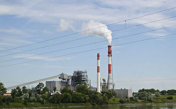 Mercury emissions from coal-fired power plants dropped nearly 82 percent after the EPA put stricter emission limits in place in 2012. (Tim Evanson/Wikimedia Commons)