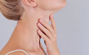 Common signs of thyroid disorder include rapid heartbeat, anxiety, trouble sleeping and difficulty with memory and focus. (hopkinsmedicine.org)