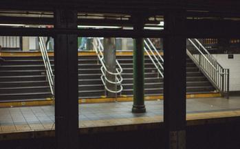 Menos del 25 por ciento de las estaciones del metro de New York City son consideradas accesibles para usuarios de sillas de ruedas. (Dariya Dee/Twenty20)