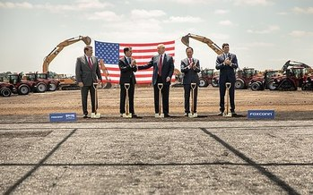Last year, U.S House Speaker Paul Ryan, President Donald Trump, Wisconsin Gov. Scott Walker, Foxconn CEO Terry Gou and Christopher Murdock all attended Foxconn's groundbreaking ceremony in Wisconsin. (Shealah Craighead/Public Domain)