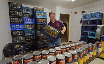 While food pantries help thousands of Oregonians, Oregon Food Bank notes that SNAP feeds 12 times more people than pantries do. (Lance Cheung/USDA)
