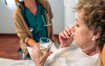 Los medicamentos antipsic�ticos pueden ser peligrosos para personas con Alzheimer y demencia. (David Pereias/Adobe Stock)