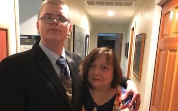 El hijo (izq.) de Shannon Beigert�s tiene autismo y, ahora que cumpli� los 18 a�os, tambi�n tiene un cuidador externo. (Courtesy of Shannon Beigert)