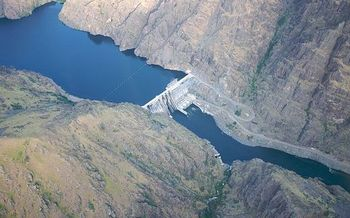 Hells Canyon Dam is one of three hydroelectric dams operated by Idaho Power on the Snake River. (Sam Beebe/Wikimedia Commons)