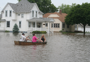 More than 500 miles of levees on three Midwestern rivers and other tributaries experienced significant flood damage this year. (iowafloodcenter.gov)