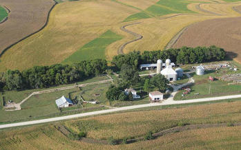 Less than 7% � or 5,636 � of Iowa�s farms are on small or medium acreages, and are run and owned by one family, according to Iowa Watch. (savingplaces.org)