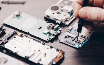 Many companies don't provide the parts, tools or manual to customers looking to fix their own phones. (Olexandr/Adobe Stock)