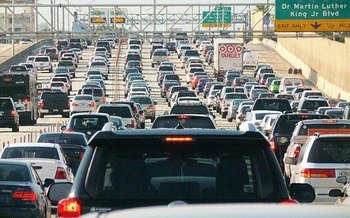 The U.S. transportation sector is the single biggest source of carbon pollution driving climate change. (B137/Wikimedia Commons)