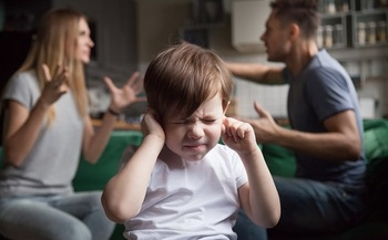A parents' advocacy group says many divorcing couples can avoid messy child custody fights if state courts make equal access the first option for families.<br />(fizkes/AdobeStock)