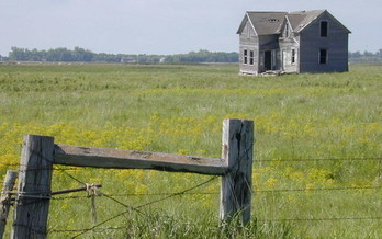 Saltwater injection oil wells have the potential to leak onto farmers' land and make it untenable. (wahoowins/Flickr)
