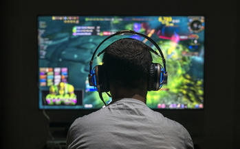 One symptom of an online gaming disorder is when a person continues to play despite negative consequences in their family, school or social life. (Adobe Stock)