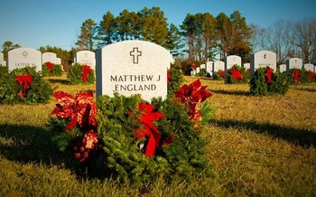 Some 1.8 million wreaths were placed at the tombstones of fallen veterans during Wreaths Across America ceremonies in 2018. (U.S. Army Training and Doctrine Command)