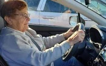 AAA says older drivers often try to avoid driving at night or during rush hours. But experts say new technology is available in many vehicles to help keep them safe and mobile. (NSC.org)<br />