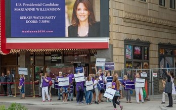 After a spike of initial interest, spiritual advice author Marianne Williamson's presidential campaign stalled. (Becker 1999/Wikipedia)