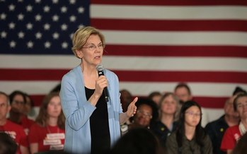 Sen. Elizabeth Warren stirs up the crowd at her first presidential campaign rally in Virginia last week. (Wikimedia Commons)