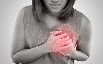 Women are more likely to experience multiple heart-attack symptoms. (Adiano/Adobe Stock)