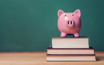 California gastó aproximadamente $57 billones en escuelas K-2 y Colleges comunitarios el año pasado, pero ahora podría sufrir un recorte de $18 billones. (Melpomenem/iStockphoto)