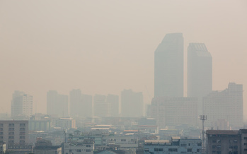 Early studies from researchers at Harvard University found a small increase in long-term exposure to air pollution can lead to a large increase in the COVID-19 death rate. (Adobe Stock)<br />