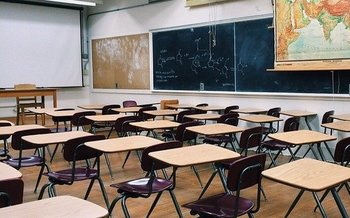 Advocates for public schools say federal CARES Act funding should favor low-income public schools over private institutions. (Wokandapix/Pixabay)