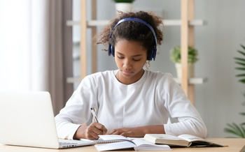 A new guide says schools need to ensure that all remote learners have full-day access to a computer and reliable internet service. (fizkes/Adobe Stock)