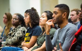 Un reporte reciente dice que los estados deberían dar prioridad a los programas de estudios superiores que apoyan a los estudiantes de color con bajos ingresos, población que ha sufrido de manera desproporcionada en la pandemia. (Georgetown University)