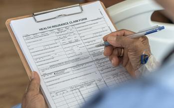 Los Kentuckianos que no tengan cobertura médica patrocinada por su empleador, o que no califiquen para Medicaid, tienen hasta el 1 de diciembre para elegir un plan de seguro médico mientras estén abiertas las inscripciones. Nadia Ramlagan tiene más información.
